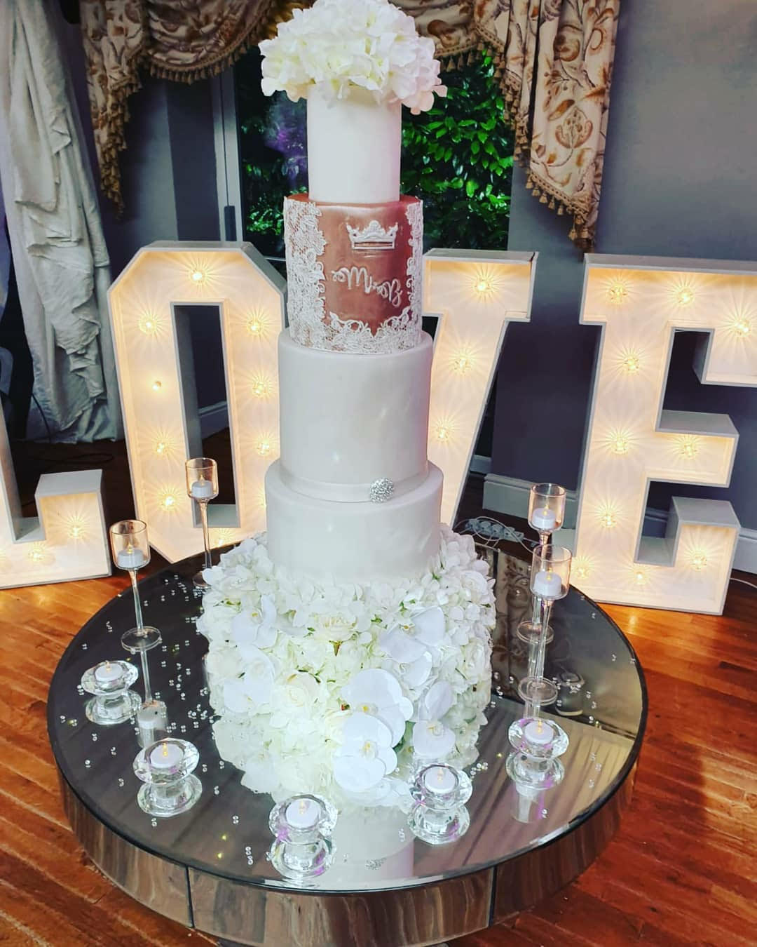 Jarvis Amour Black Luxury Wedding Planner Manchester provides Wedding Cake bases